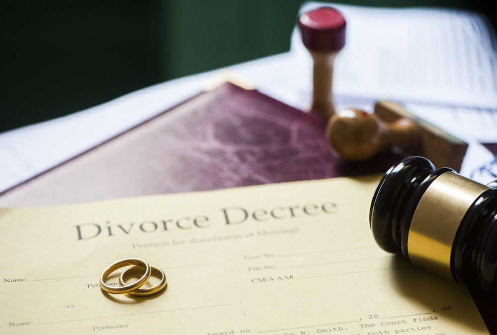 Picture of a divorce certificate.
