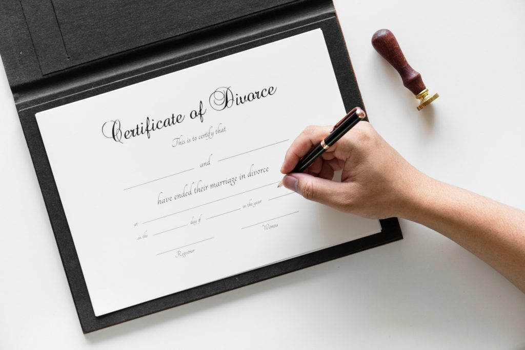Picture of a person signing a divorce contract.